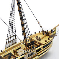 Bir ahşap gemi maketindeki iskalarya
