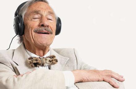 Manfaat Mendengarkan Musik Bisa Turunkan Risiko Alzheimer