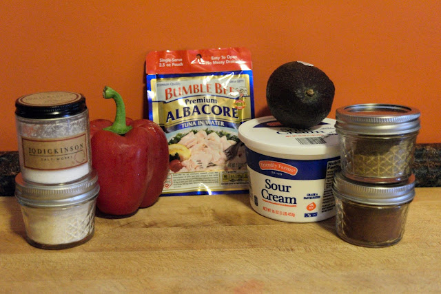 A picture of the ingredients for the tuna salad.