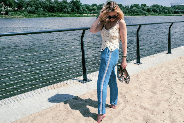 szydełkowy top, jeans, plaża, boho
