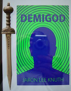 Portada del libro Demigod, de Jaron Lee Knuth