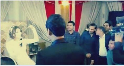 عروس مصريه تفاجىء عريسها فى حفل الزفاف بمفاجأه غير متوقعه تجعله يخجل كثيرا