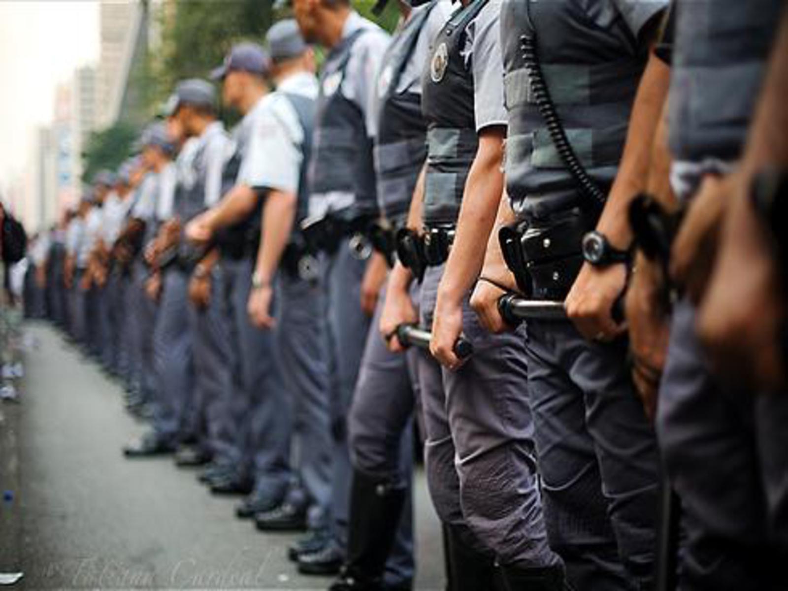 Resultado de imagem para POLICIAS SUICIDIO