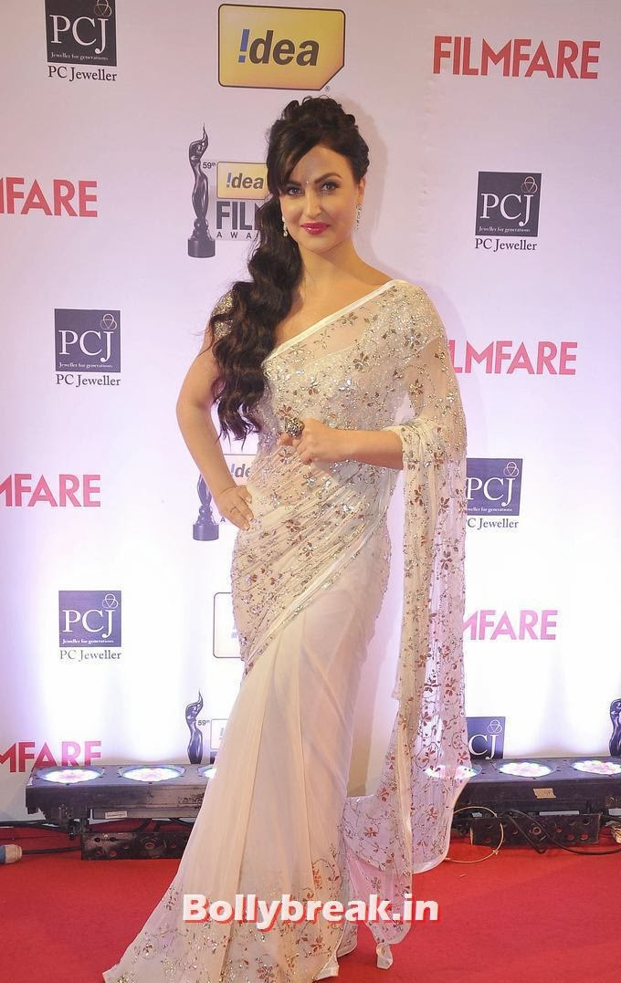, Elli Avram in White Backless Saree at Filmfare Awards