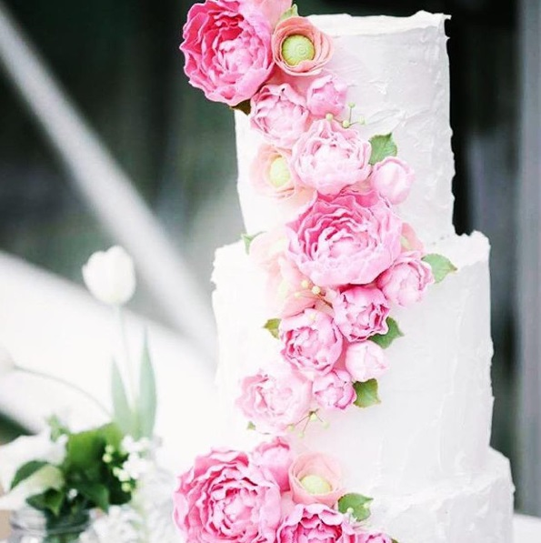 http://www.lush-fab-glam.com/2016/06/beautiful-spring-bloom-wedding-cakes.html