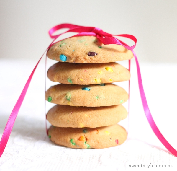 Gluten-Free Rainbow Confetti Cookies Recipe - via BirdsParty.com
