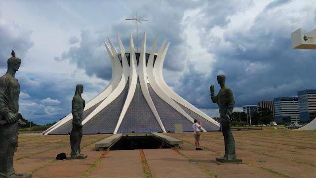 Catedral Metropolitana de Nossa Senhora Aparecida, mais conhecida como Catedral de Brasília
