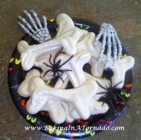 Meringue Bones | www.BakingInATornado.com |  #recipe #Halloween