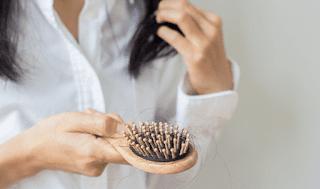 أفضل 13 علاج طبيعي لتساقط الشعر على الأطلاق