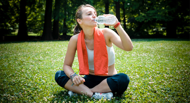 drinking-water-woman-fitness