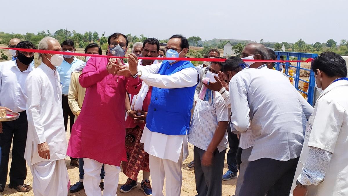Jhabua News- सांसद श्री डामोर द्वारा 27 लाख रूपये की लागत से नवनिर्मित गोशाला का लोकार्पण किया