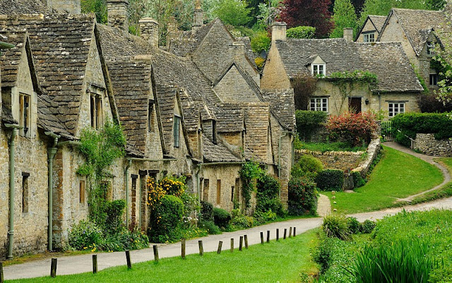 Perhaps one of the most picturesque of the Cotswold villages is Arlington Row in Bibury. Photo: WikiMedia.org.