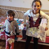 réaliser bricolage halloween avec enfants tutoriel maternelle fantomes à suspendre feuille morte