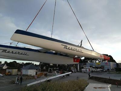 Maserati de Giovanni Soldini rentre en chantier à La Trinité sur mer