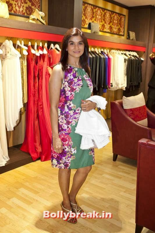 Neha Shah, Jacqueline Fernandez in Dubai