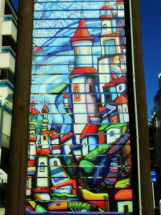 Pintura em uma avenida da Praia de Jurerê Internacional.