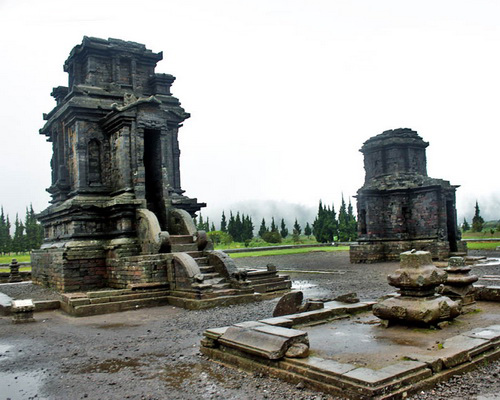 Travel.Tinuku.com Dieng Temple, the mysterious Shiva Hindu architecture at altitude 2093 meters in Dieng plateau Wonosobo