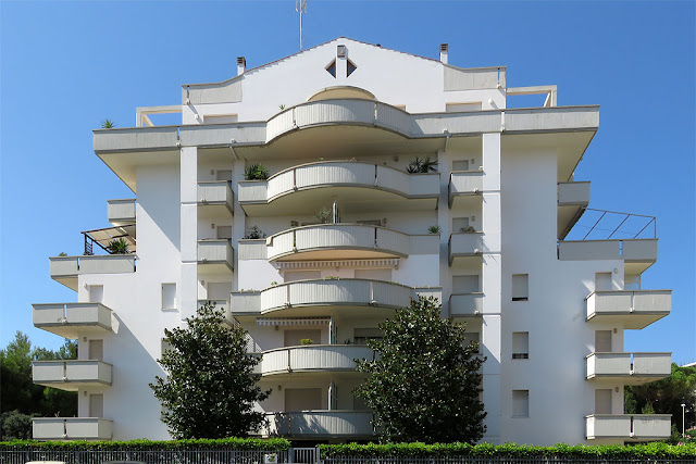 Apartment building, Via Ebat, Livorno