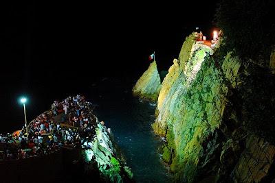 Resultado de imagen para La quebrada de Acapulco en la noche