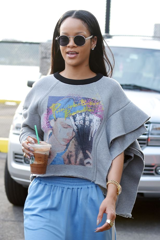 , The Pop star Rihanna Leaves New York In Style After Confirming Romance With Drake, Latest Nigeria News, Daily Devotionals & Celebrity Gossips - Chidispalace