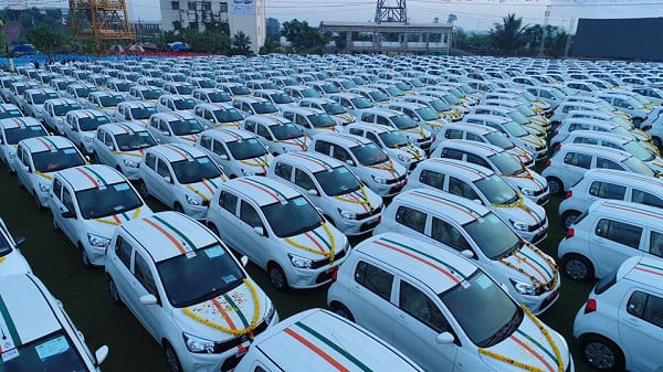 تجاوزت قيمتها مليوني دولار: تاجر ألماس هندي يوزع مئات السيارات على موظفيه! صور