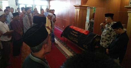 Wawako Emzalmi Lepas Jenazah 2 Warga Kota, Satu Orang Korban Kecelakaan Tunggal di Koto Tangah