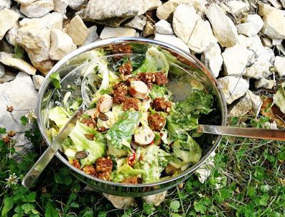 Bratwurstsalat mit Croûtons