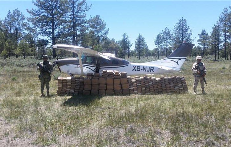 Militares aseguran avioneta y más de 400 kilos de droga en Ensenada