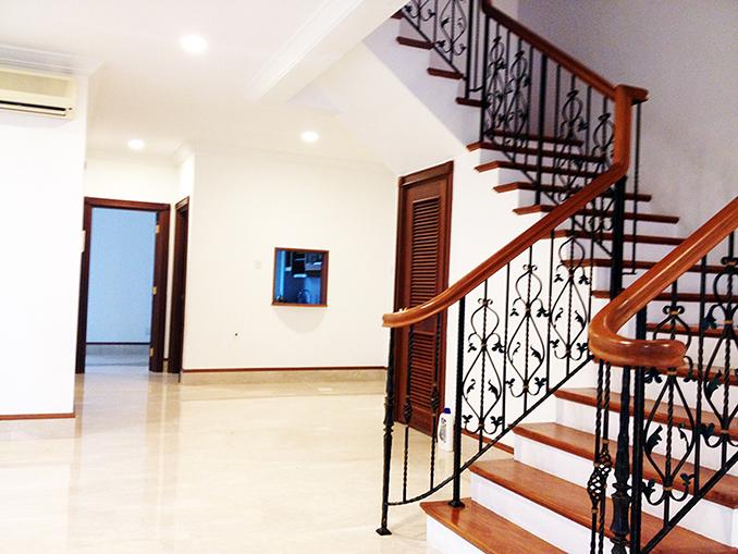 Figaro Gardens Semi-D Stairway