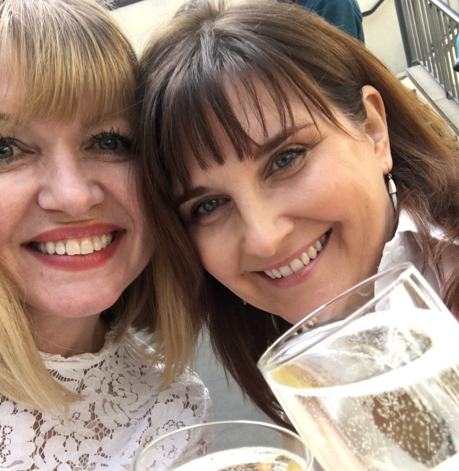 What-Lizzy-Loves-Barefaced-Chic-Covent-Garden-selfie-prosecco-fizz