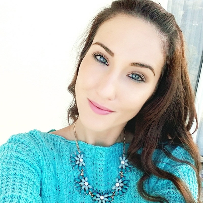 Jelena Zivanovic Instagram @lelazivanovic.Glam fab week.Fashion jewelry.Turquoise knitwear.