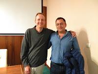 Cristian Smerdou, investigador del Programa de Terapia Génica del CIMA junto al representante de ASWC