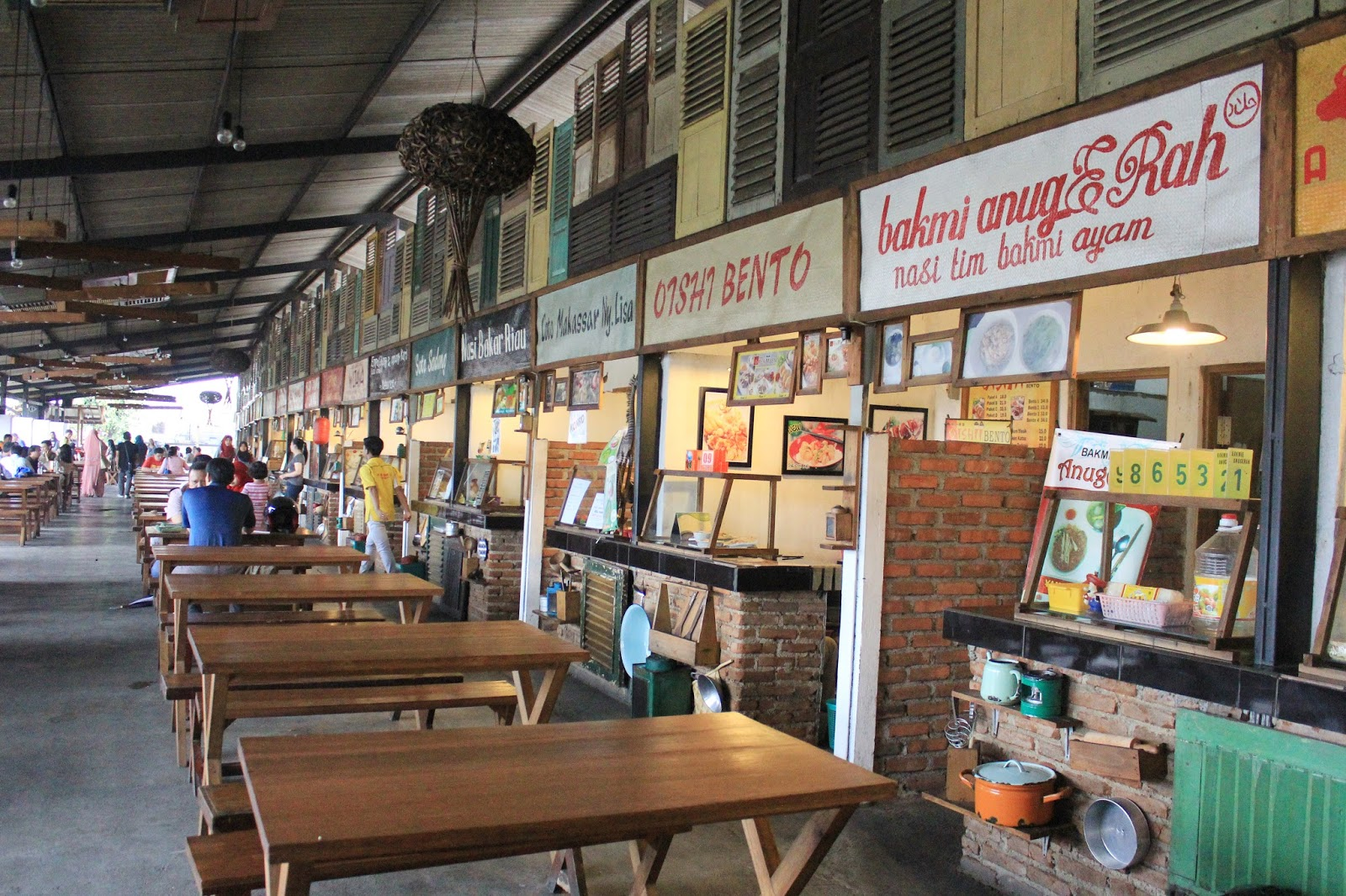 where to eat in Bandung - paskal food market