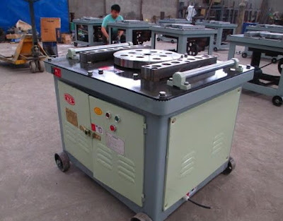 Metal bar bending machine