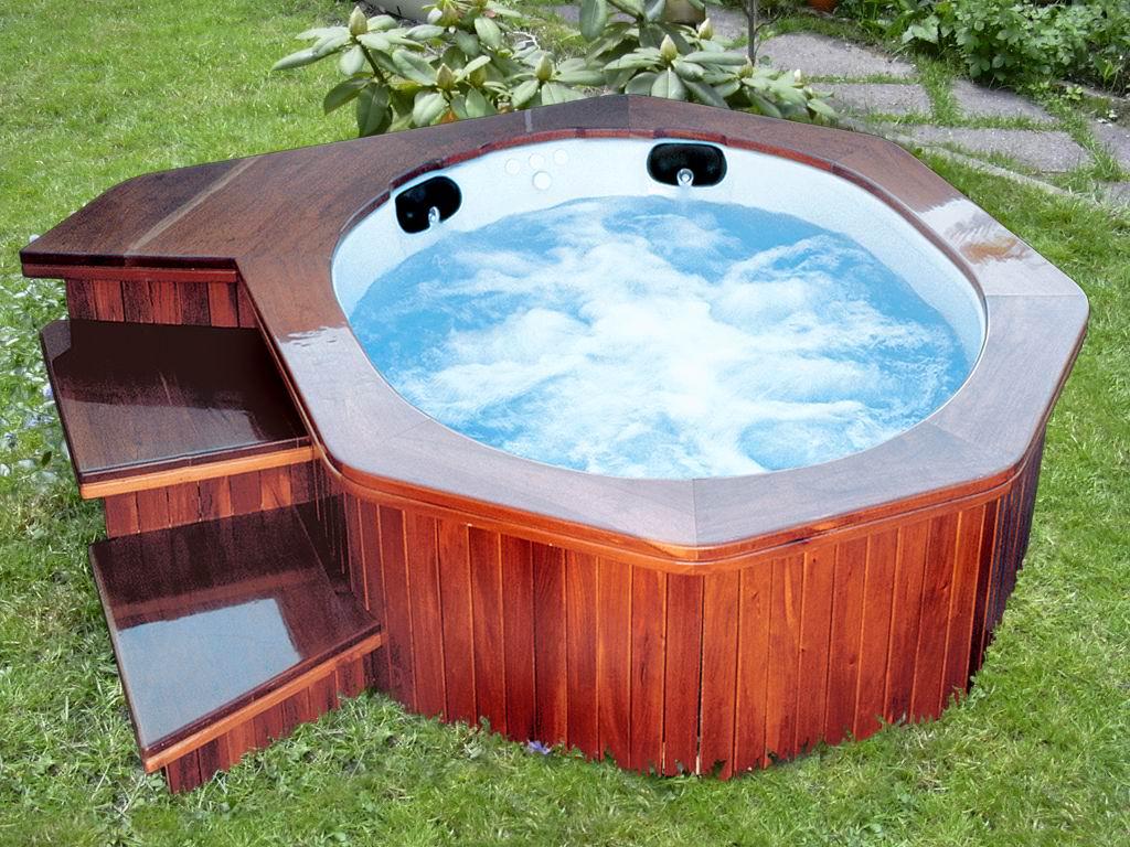 Decoraci n minimalista y contempor nea jacuzzi para - Decoracion piscinas exteriores ...