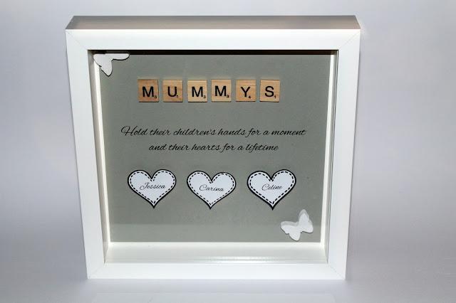 DIY, Basteln: Muttertagsgeschenk Scrabble Buchstaben Bilderrahmen Mummys als Geschenkidee und Wohndekoration - DIYCarinchen