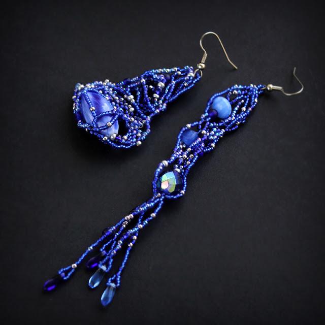 синие асимметричные ассиметричные серьги в паре купить украшения из бисера интернет магазин