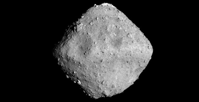 An image of Ryugu taken by Hayabusa 2 (Provided by the Japan Aerospace Exploration Agency, University of Tokyo and other entities)