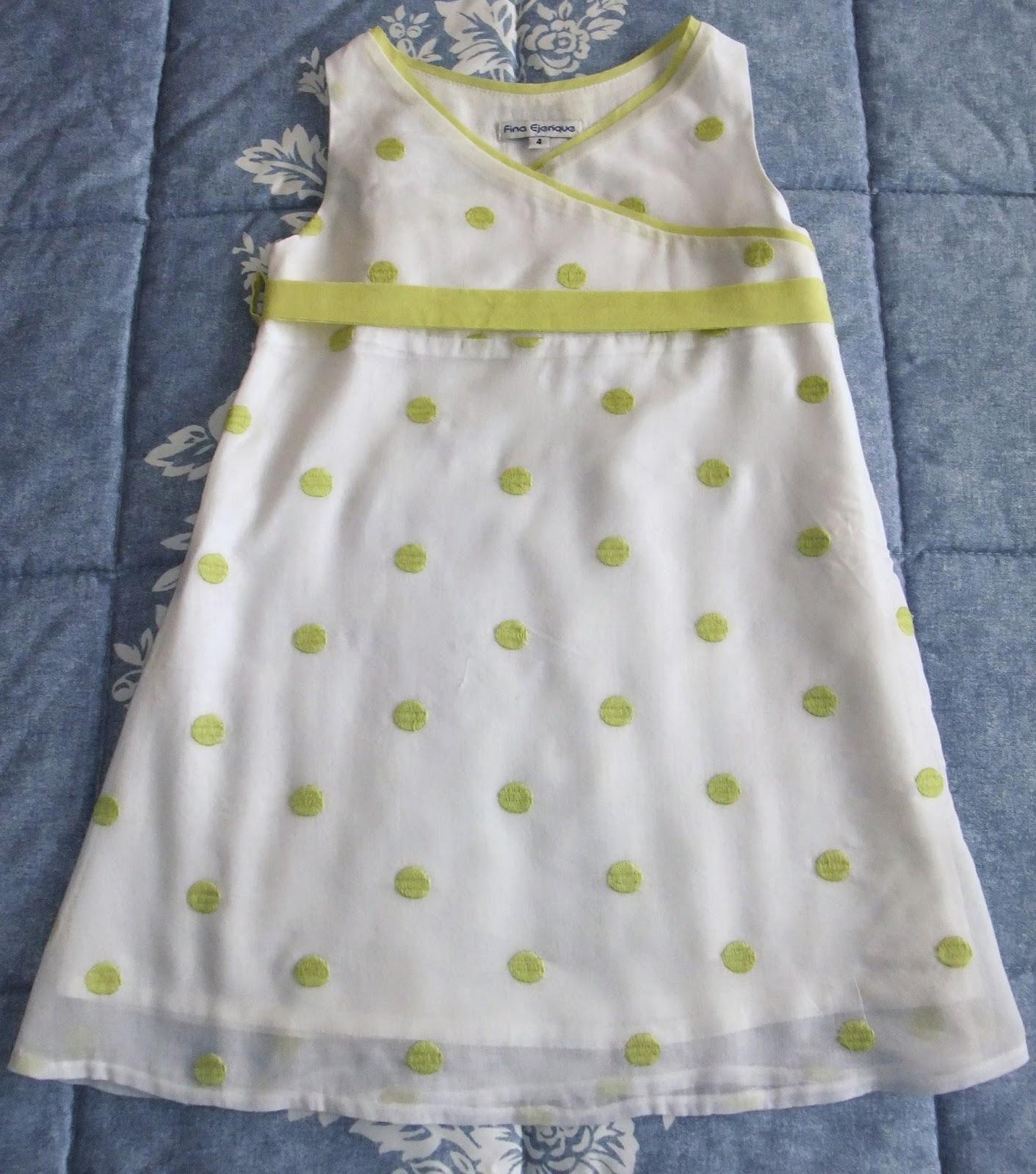 94d4fba95 Vestido Fina Ejerique. Descripción  Precioso vestido de plumeti en color  blanco roto y sobre ella están bordados los bodoques en verde pistacho.