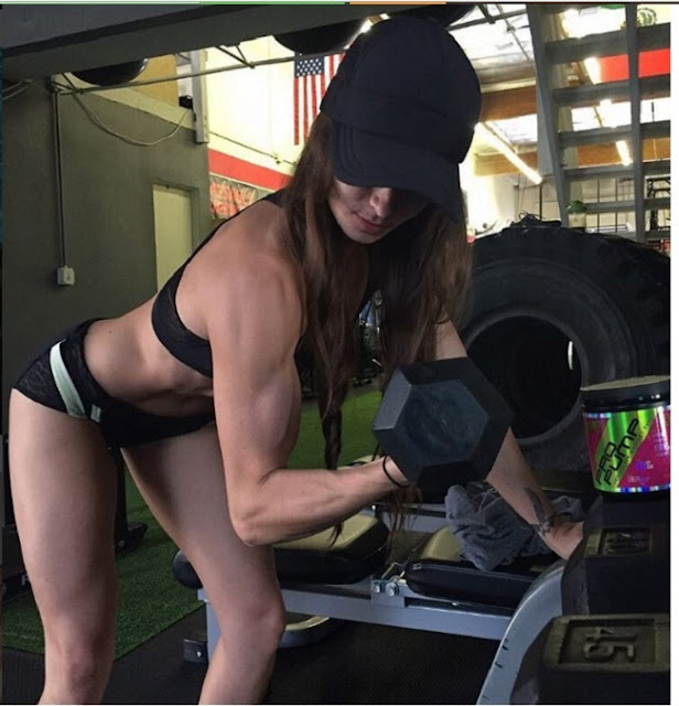 Hot girls Stephanie Buckland sexy strong body 2