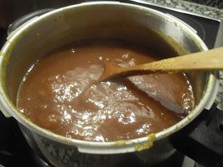 Haciendo mermelada de caqui.