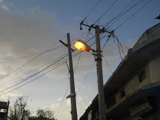 road-street-light-in-day-time