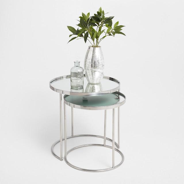 Szklane i metalowe wazony