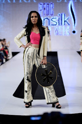 Saira-shakira-jie-collection-2017-at-sunsilk-fashion-week-2