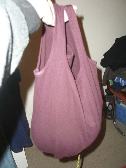 tote bag terbuat dari bahan t-shirt atau kaos bekas.