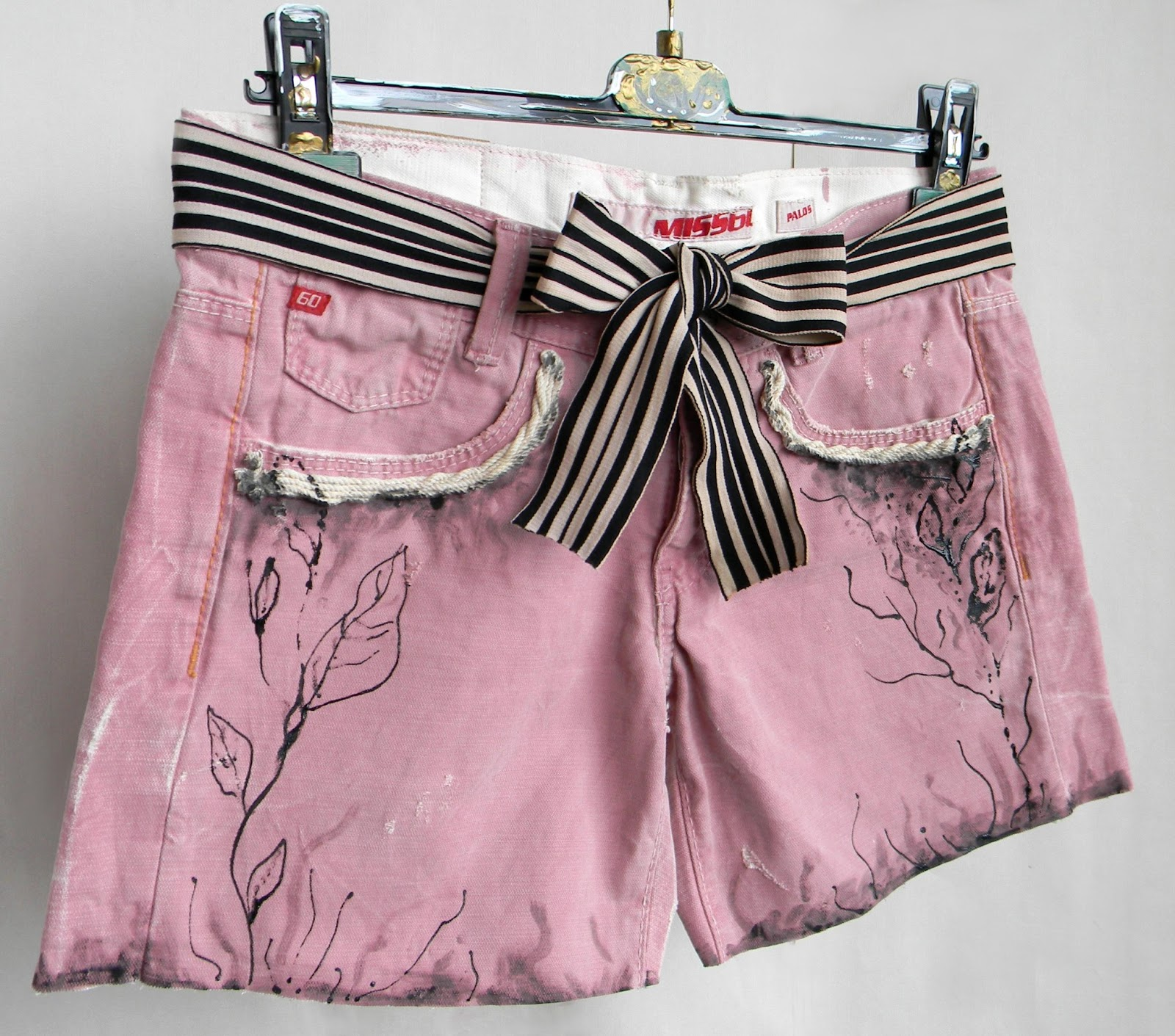Unique Altered Fashion Scratched Pink Jeans Short with Original Painting