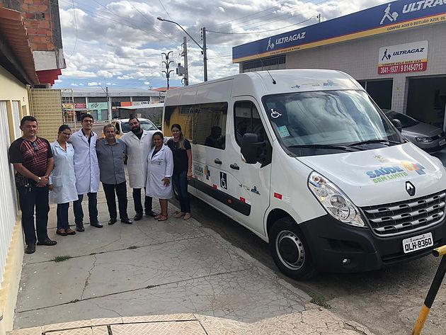 Secretaria de Saúde de Delmiro Gouveia recebe van apropriada para o transporte de cadeirantes