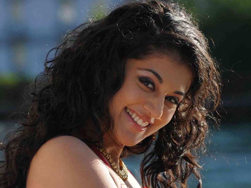Tapsee latest pics from shadow