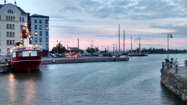 Atardecer desde el Puente del Amor en Helsinki