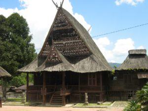 Rumah Adat Batak Mandailing Sumatera Utara (Foto: dprdmadina.blogspot.com)